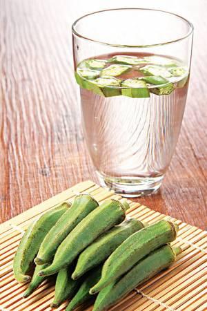 络流传一种糖尿病的治疗方法,只需将羊角豆放入清水,饮用此水两星期,血糖就会明显下降。
