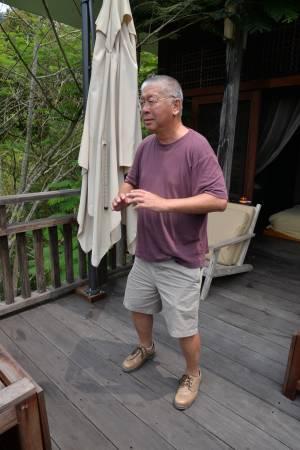 Felix 退休后建起养生度假别墅,他也乐得在山林绿野,返朴归真的自然环境中怡养健康。