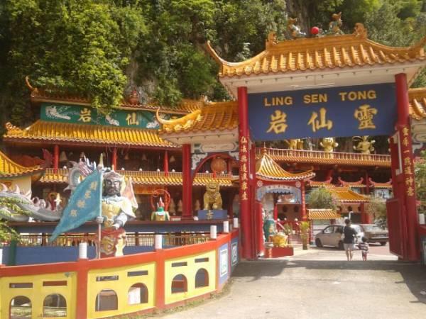 这里的禅院大多数都是依山而建,在城市少见。