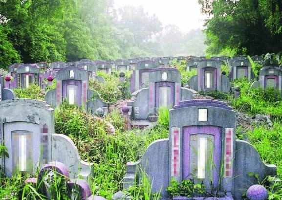 """华人传统都比较喜欢土葬,觉得""""入土为安"""",而且也很注重阴宅的风水,希望可以福荫后代。"""