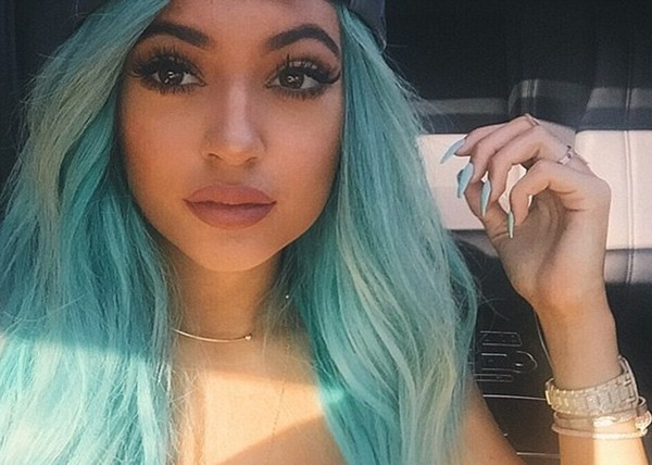 凯莉詹纳(Kylie Jenne)的厚嘴唇是她的特色之一。