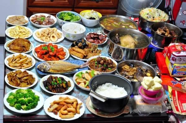 姜太公表示现代人生活忙碌可能无暇准备三牲,也可改用杂饭档的菜肴来代替。