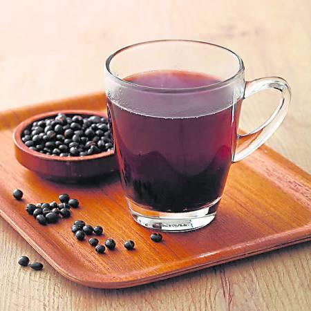 黑豆中含丰富膳食纤维,可以增加饱足感,有助排便,帮助清肠。