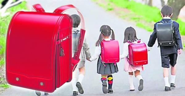 在日本,孩子都是背着万能救命书包上学去!
