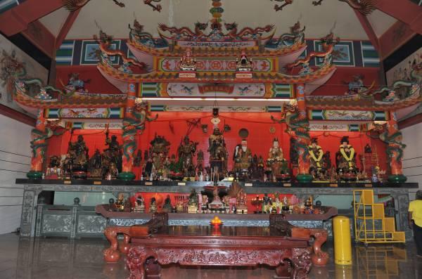 关丹八仙庙16年来供奉着108位神像及360位佛与仙。