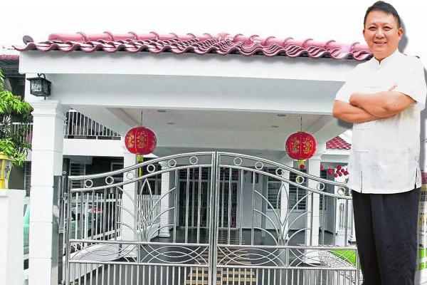 李仁冲师父表示,只要屋前挂红灯笼,寓意着召唤丈夫回家,丈夫就不会不归家了。