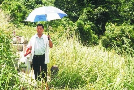 为了替委托人找寻风水旺地,吴佰霖道长不惜走遍荒山野岭。