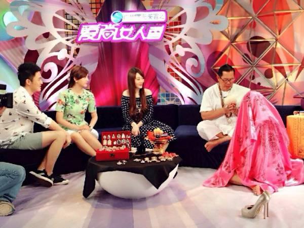齐娜如今已成为泰国通,经常上节目介绍泰国佛牌和法事的威力。