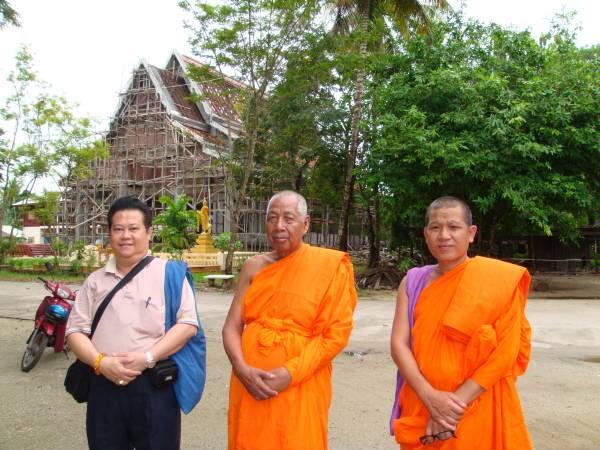 谭师父自幼学佛,年轻时也曾拜多位泰国高僧为师。