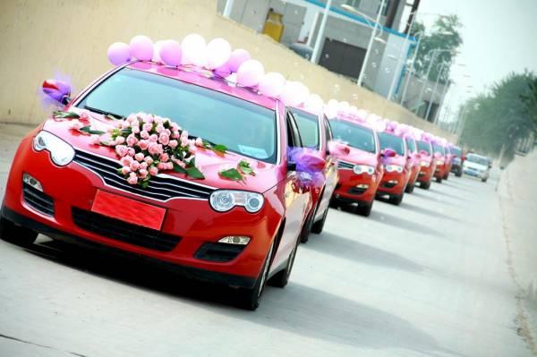 如果两辆婚车相遇,新人必须将身上一点饰品丢掉化煞。