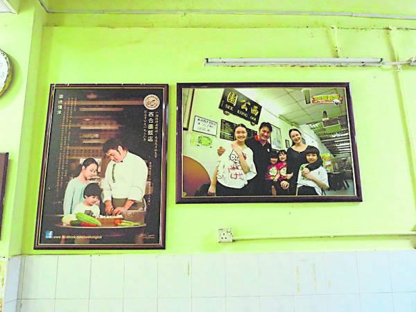 陈傅海重视和珍惜与家人一起和乐的时光,所以店铺高挂他们的温馨全家福。