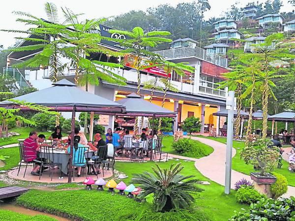 明河园渡假村应有尽有,不论餐馆、泳池、瞭望台,一一让游客玩得尽兴。
