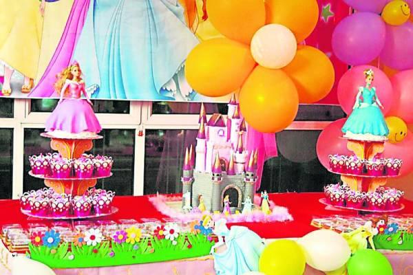 为爱女精心烘制的城堡蛋糕,成为刘慧倩的经典作。