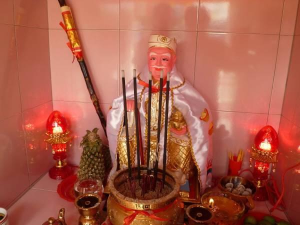 云海苍龙表示拿督公是庇佑信徒生意兴隆的神祇之一,所以拿督公风水选址很重要性,不能轻易忽视!