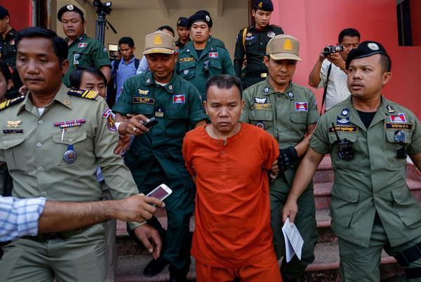 柬埔寨57岁的无牌医师Yem Chrin,在行医过程中因为重复使用未消毒的针筒,导致有超过270位村民感染爱滋病毒,遭到判刑25年。