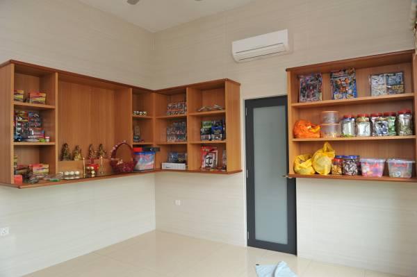 房间装修简单却非常洁净,还备有冷气。