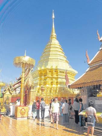 金光闪耀的金色舍利佛塔,总共用了242.2 公斤的纯黄金来建造的。