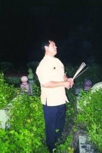 吴道长表示,迁坟最重要的就是吉时,不管白天或黑夜,只要是吉时就要动土。