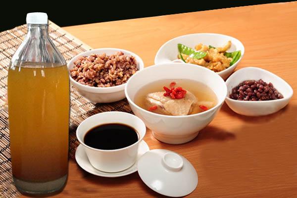 坐月产妇除了多吃补血菜肴,姜酒也是不能少!