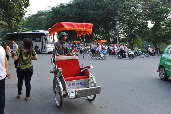 在越南男人戴绿色帽子是一种传统,也是一种时尚,如果他们不戴绿帽子就算不上是真正的男人。