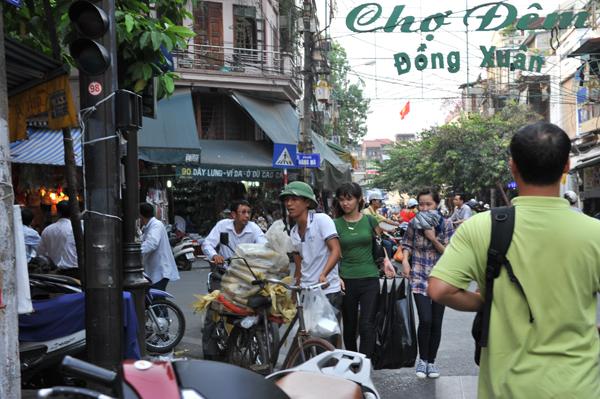 越南女子很仰慕戴绿帽男生,因此很多男生都喜欢戴绿帽到处走。