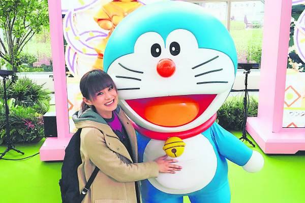 藤子·F·不二雄博物馆里头有一个从3岁到63岁,人人都着迷不已的哆啦A梦主题乐园,从小玉的表情,可以感受到她兴奋不已的快乐。