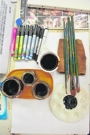这些都是Vivian作画的工具,嗯,很有咖啡的香味样子……