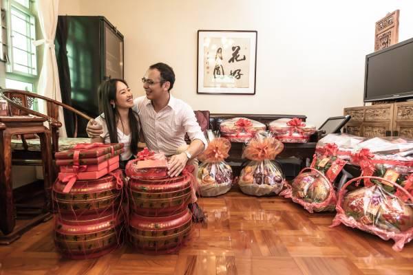 华人婚俗之所以源远流长必然有其原因及风水意义,为了未来幸福的婚姻路,还是有必要遵照的。