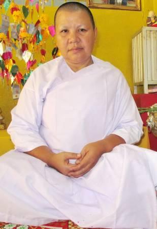 曼谷著名的赐财美娜阿姑表示,钱母没有任何禁忌,无需担心如何照顾,因此而大受信徒喜爱。