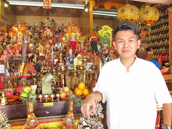 达士馆济宝宫道坛主持人张三轩道长是一位著名的命理堪舆家,精通风水地理兼择日。