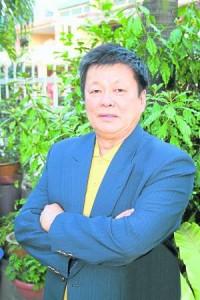 """张文觉医师表示:""""燥热体质的人最适合用艾草煲凉茶来喝,以缓和体温。"""""""