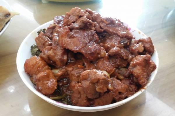 东坡肉乃是客家著名美食,许多人尝过后,都会对它念念不忘。