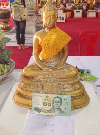 虽然钱母无需特别照顾,但有的信徒会每天拈香膜拜供奉它,希望可以吸纳更多的钱。