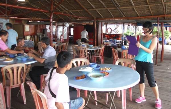 奎笼上的餐厅,每日都会供应5次餐食,不怕饿着。