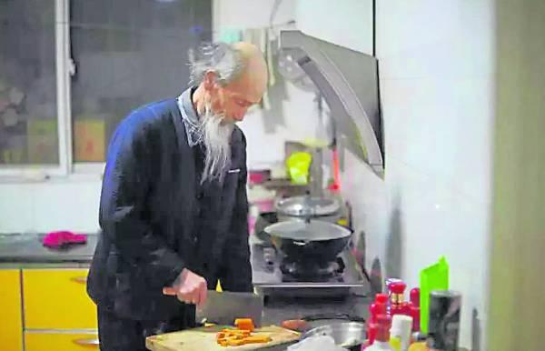刘富中除了练功,他也非常注重自己的饮食, 通常素食、青菜为主。