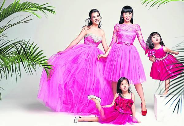 前二段婚姻,为钟丽缇带来了三个漂亮的女儿,母女合照,仿似姐妹花呢!