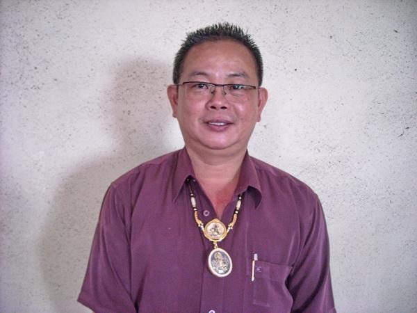 暹马居士表示,如今每天有许多佛友前往其佛行奉请钱母。