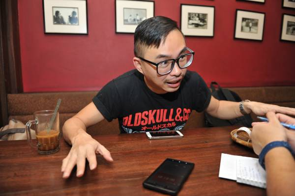 """李永昌导演极容易""""撞鬼"""",说起他的恐怖经历时,更是七情上脸。"""