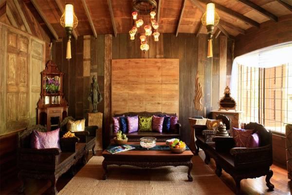 不管是房内的沙发还是露台的桌椅都是木制的。浓浓的天然风味。