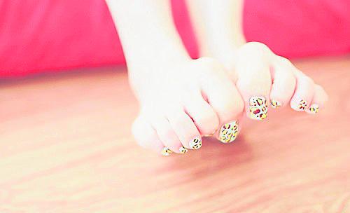 脚趾整形必须将部分脚趾骨削掉重整,光是听就不寒而悚。