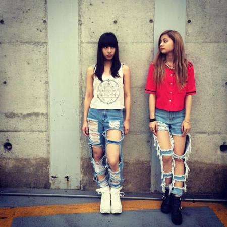 破烂牛仔裤除了是当今潮流时尚外,更意外地有显瘦效果,让不少女性更加趋之若鹜。