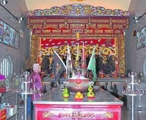 主神中坛元帅的神奇赐财功力,让这间显灵坛庙如其名。