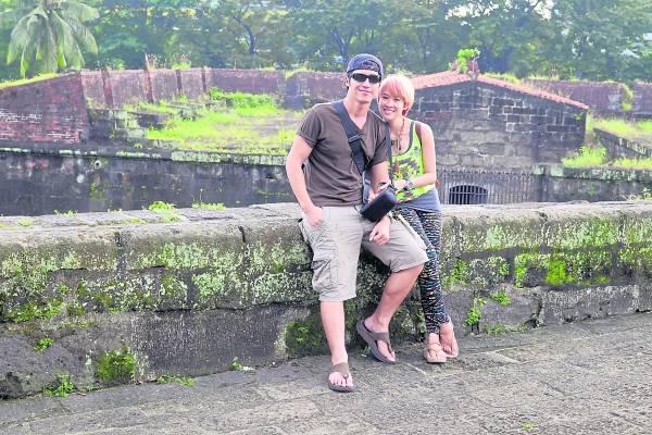 在马尼拉这座古老的城池,MayJune 与男友Josh结伴同游,感受中世纪古的繁华与落没。