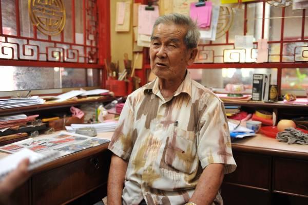 福泽堂总务陈文治从小就与福泽堂有着深厚的缘分,更看尽不少善信力赞神庙签文十分灵验。
