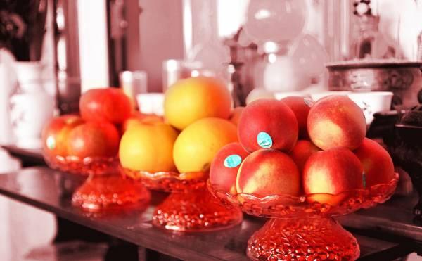 祭拜神明,除了要有清香、金银纸,供品当中也少不了水果。而水果种类那么多,并非每一样都适合供奉神明,供奉适宜的水果,神明自然开心,但如果供奉不宜的水果,,便会亵渎神明。
