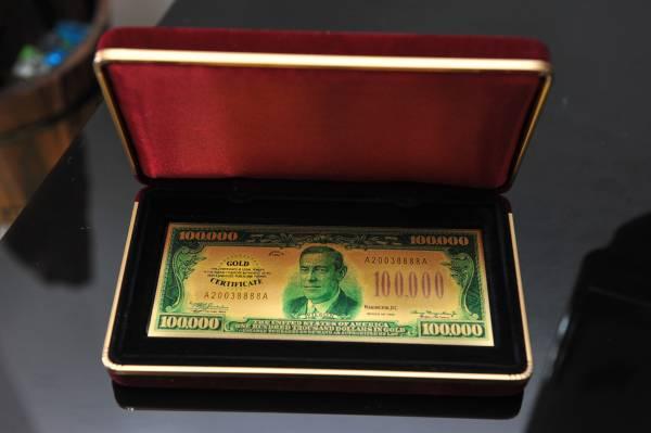 这张古钞价值不菲,玲姐本想卖掉沉香换取,没料到沉香显灵,一个月后她不花一分一毫就得到了。