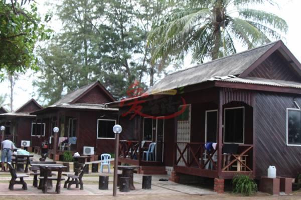 假日里,从本国,新加坡和印尼游客涌来住宿,旅舍常常爆满。
