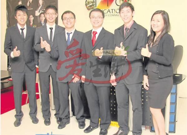 这群补习天王,不仅一身专业打扮,连海报也专业过人。