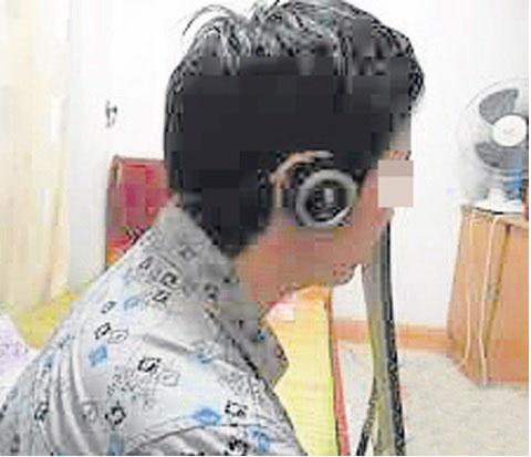 现在很多人都会戴耳机玩电脑或听歌,就算真的发生事情也不知道。