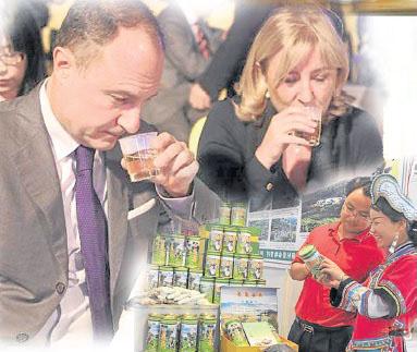现在越来越多人喜欢喝茶,就连外国人也爱。